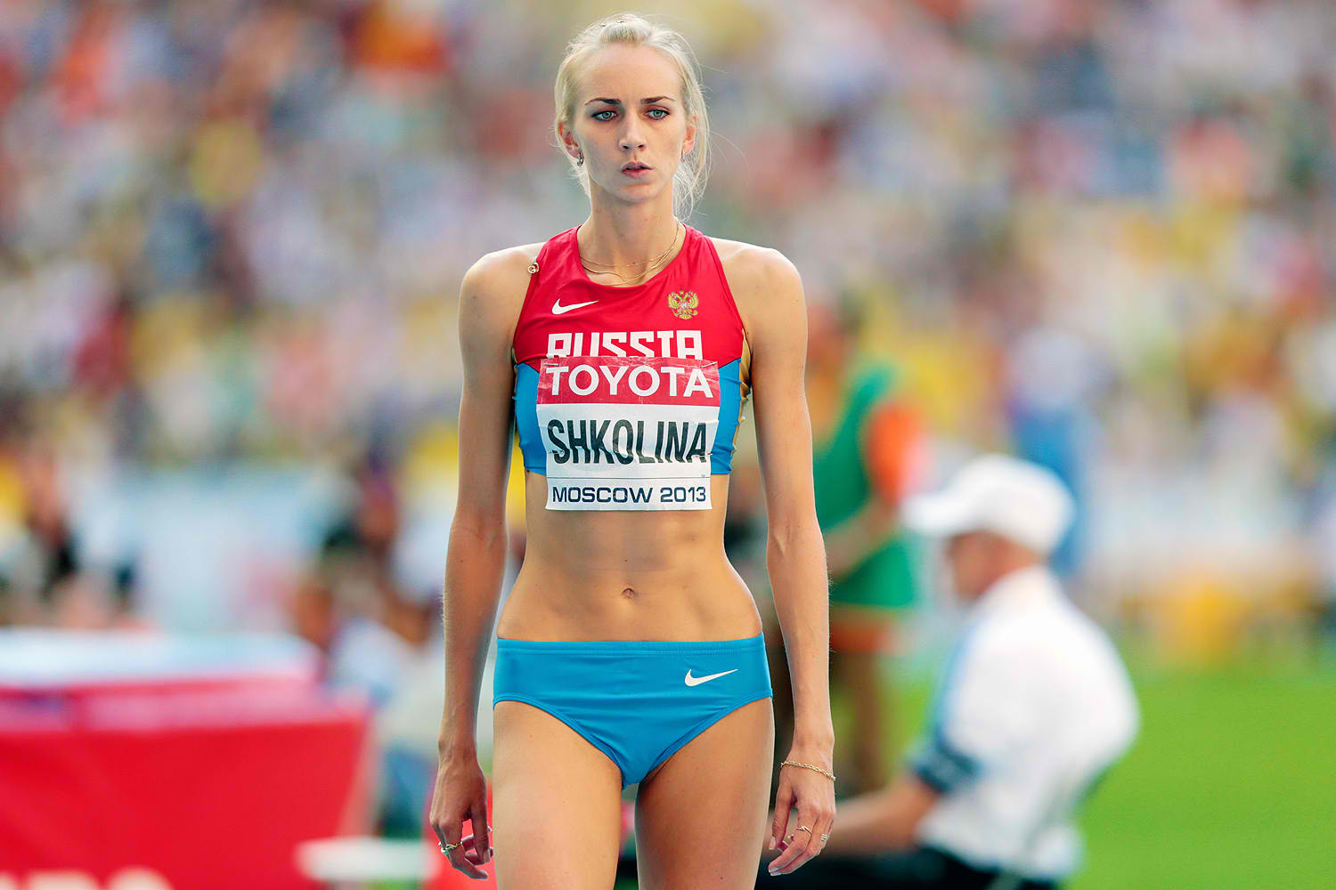 the issue of eating disorder at athletes When an athlete goes to unhealthy extremes to achieve a particular and unnatural body shape and weight, they risk developing both physical and psychological health issues, including eating disorders.